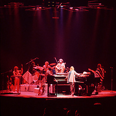 "Yes (Band) Live ""In The Round"" Concert 