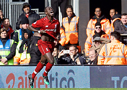 LONDON, ENGLAND - Sunday, March 17, 2019: Liverpool's Sadio Mane celebrates scoring the first goal during the FA Premier League match between Fulham FC and Liverpool FC at Craven Cottage. (Pic by David Rawcliffe/Propaganda)