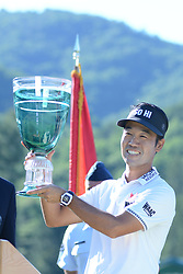 July 8, 2018 - White Sulphur Springs, WV, U.S. - WHITE SULPHUR SPRINGS, WV - JULY 08: Kevin Na raises the trophy after wining the Military Tribute at the Greenbrier in White Sulphur Springs, WV, on July 08, 2018.(Photo by Brian Bishop/Icon Sportswire) (Credit Image: © Brian Bishop/Icon SMI via ZUMA Press)