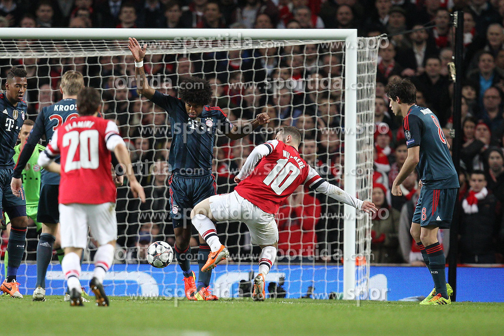19.02.2014, Emirates Stadion, London, ENG, UEFA CL, FC Arsenal vs FC Bayern Muenchen, Achtelfinale, im Bild l-r: im Zweikampf, Aktion, mit DANTE #4 (FC Bayern Muenchen), Jack WILSHERE #10 (FC Arsenal London) // during the UEFA Champions League Round of 16 match between FC Arsenal and FC Bayern Munich at the Emirates Stadion in London, Great Britain on 2014/02/19. EXPA Pictures © 2014, PhotoCredit: EXPA/ Eibner-Pressefoto/ Kolbert<br /> <br /> *****ATTENTION - OUT of GER*****