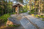 Millstone. Kvernstein ved helleristningen Bølareinen, Steinkjer i Nord-Trøndelag. Kverna ved elva Bøla var i drift fra 1860-1920.