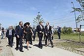 Koning en Koningin komen aan bij MH17 herdenking