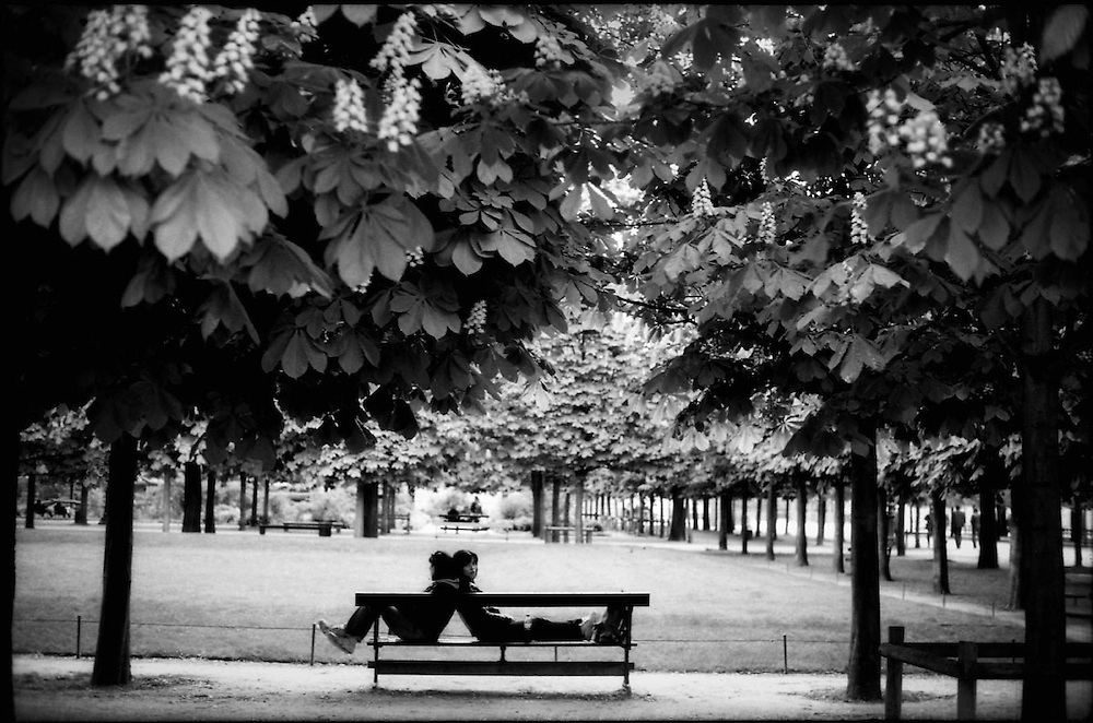 AMBIGUITIES OF PARIS .Paris - France 2008.(Copyright © Aaron Sosa)