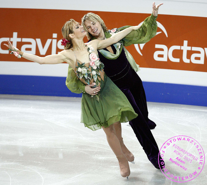 WARSAW 23/01/2007..EUROPEAN FIGURE SKATING CHAMPIONSHIPS 2007..ALBENA DENKOVA _ MAXIM STAVISKI of Bulgaria perform ice dance program of the European Figure Skating Championships at the Torwar ice rink in Warsaw ..FOT. PIOTR HAWALEJ / WROFOTO