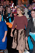 Hare Majesteit Koningin Maxima opent het beroepenfeest van Almere On Stage voor VMBO leerlingen in het Topsportcentrum in Almere-Poort. <br /> <br /> Her Majesty Queen Maxima opens the profession feast of Almere On Stage for secondary pupils in Topsportcentrum in Almere Poort.<br /> <br /> Op de foto / On the photo:  Aankomst / Arrival