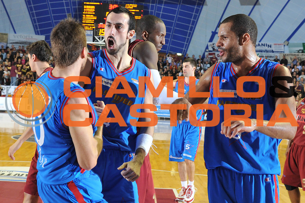 DESCRIZIONE : Venezia Lega Basket A2 2010-11 Umana Reyer Venezia Fastweb Casale Monferrato<br /> GIOCATORE : Tommaso Fantoni<br /> SQUADRA : Umana Reyer Venezia Fastweb Casale Monferrato <br /> EVENTO : Campionato Lega A2 2010-2011<br /> GARA : Umana Reyer Venezia Fastweb Casale Monferrato<br /> DATA : 13/02/2011<br /> CATEGORIA : Esultanza<br /> SPORT : Pallacanestro <br /> AUTORE : Agenzia Ciamillo-Castoria/M.Gregolin<br /> Galleria : Lega Basket A2 2010-2011 <br /> Fotonotizia : Venezia Lega A2 2010-11 Umana Reyer Venezia Fastweb Casale Monferrato<br /> Predefinita :