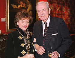 The EARL & COUNTESS OF DUDLEY at a reception in London on 22nd March 1999.MPO 41