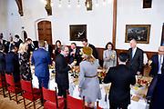 Officieel bezoek Jordanie aan Nederland - Dag 2<br /> Het Jordaans vorstenpaar Koning Abdullah II en koningin Rania gebruikt de lunch met koning Willem-Alexander, koningin Maxima en premier Rutte in de Rolzaal van de Tweede Kamer <br /> <br /> Official visit Jordan to the Netherlands - Day 2<br /> <br /> The Jordanian royal couple King Abdullah II and Queen Rania used lunch with King Willem-Alexander, Queen Maxima and Prime Minister Rutte in the Rolzaal of the Second Chamber<br /> <br /> <br />  koningin Rania met koningin Maxima / Queen Rania with Queen Maxima