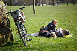 © licensed to London News Pictures. London, UK 24/02/2014. People enjoying the sunshine at lunch time in Green Park, London on Monday, February 24, 2014. Photo credit: Tolga Akmen/LNP