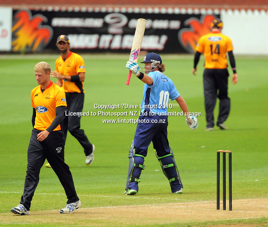Auckland's Lou Vincent acknowledges applause for his century. One Day cricket - Wellington Firebirds v Auckland Aces at Allied Nationwide Finance Basin Reserve, Wellington on Wednesday, 2 February 2011. Photo: Dave Lintott / photosport.co.nz