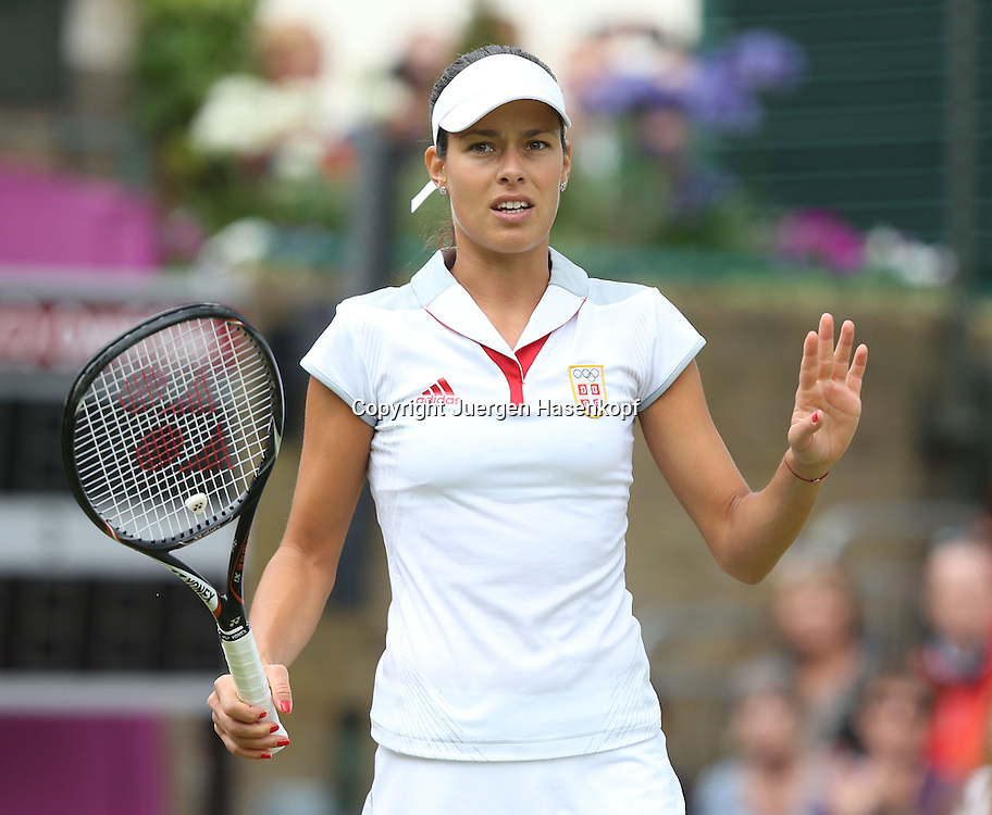 Olympiade,Wimbledon,AELTC,London 2012.Olympic Tennis Tournament,Ana Ivanovic (SRB),Einzelbild,.Halbkoerper,Querformat,
