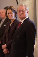 07 JAN 2004, BERLIN/GERMANY:<br /> Johannes Rau (R), Bundespraesident, und seine Frau Christina Rau (L), waehrend dem Neujahrsempfang des Bundespraaesidenten, Schloss Bellevue<br /> IMAGE: 20040107-01-004<br /> KEYWORDS: Empfang, Neujahr, Bundespräsident, Gattin, Praesidentengattin, Präsidentengattin, Defilee