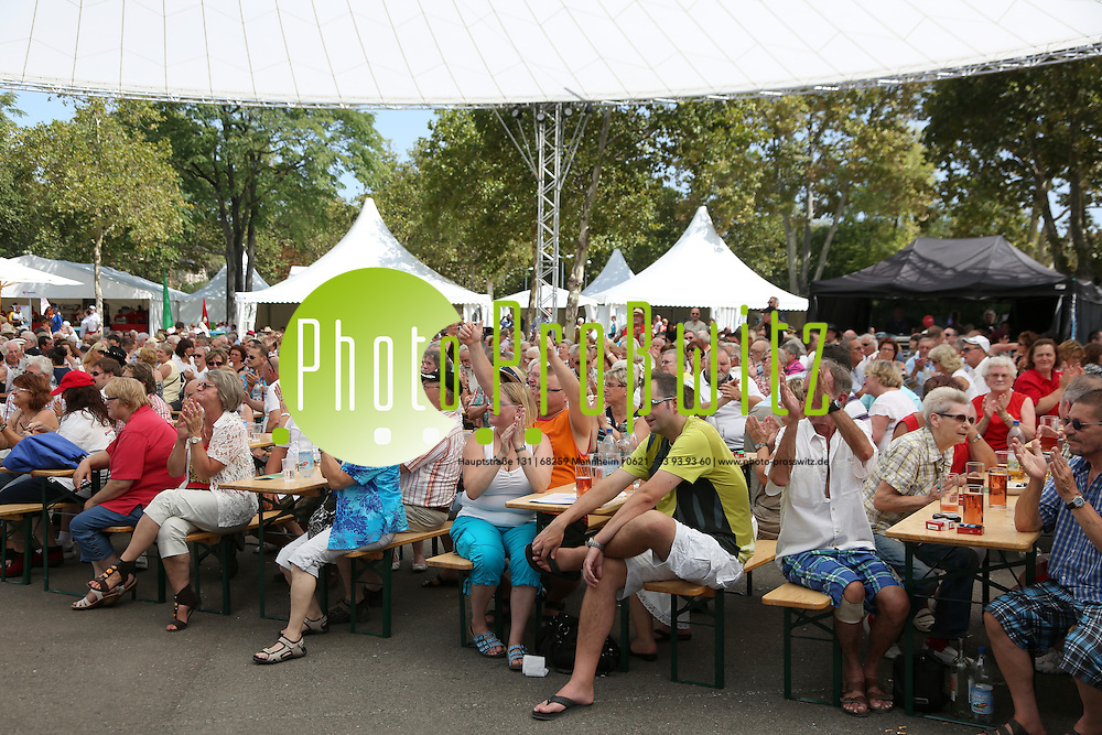Ludwigshafen. 19.08.12 BASF Kellereifest. Auf der B&uuml;hne Truck Stop.<br /> Feature<br /> <br /> Bild: Markus Pro&szlig;witz 19AUG12 / masterpress /