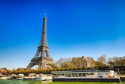 Torre Eiffel - vista a partir do Rio Sena. A Torre Eiffel é uma torre treliça de ferro do século XIX localizada no Champ de Mars, em Paris, foi construída como o arco de entrada da Exposição Universal de 1889. FOTO: Jefferson Bernardes/ Agência Preview