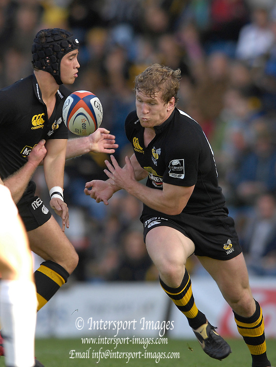 Wycombe, Great Britain, Wasps, left danny CIPRIANI and Tom REES, during the EDF Energy, Anglo Welsh, rugby Cup match, London Wasps vs London Irish,  at Adams Park, England, 08/10/2006. [Photo, Peter Spurrier/Intersport-images]....
