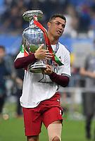 FUSSBALL EURO 2016 FINALE IN PARIS  Portugal - Frankreich          10.07.2016 Ehrenrunde: Cristiano Ronaldo (Portugal) mit dem Pokal