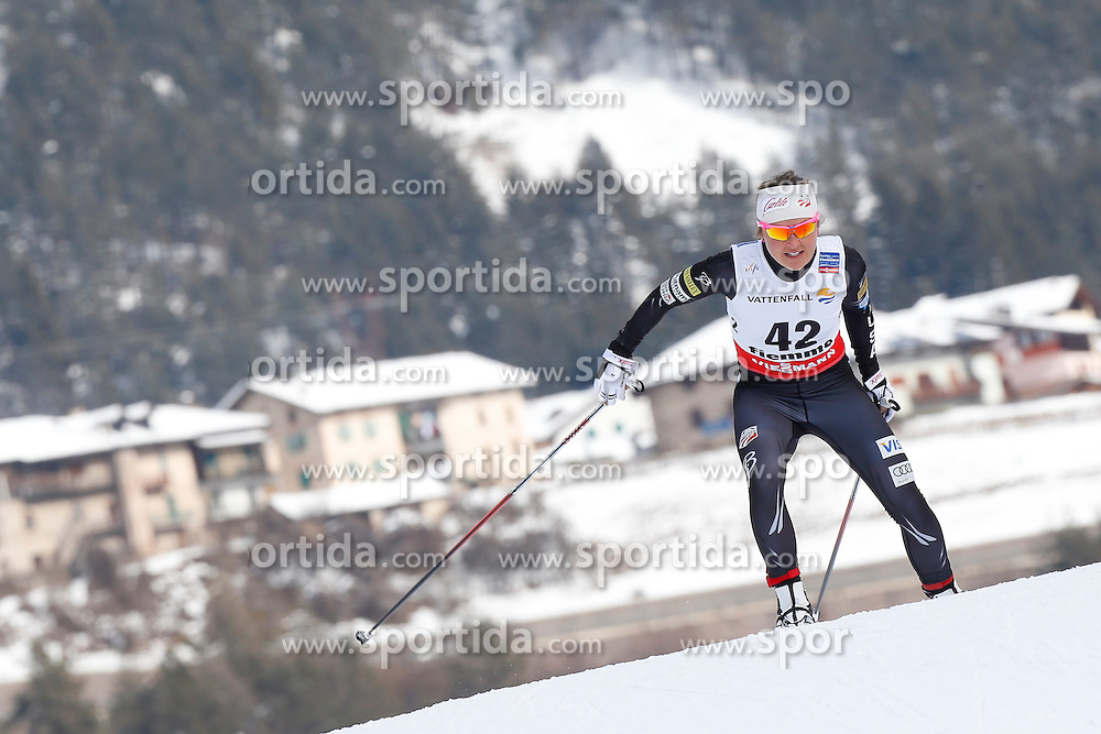 26.02.2013, Langlaufstadion, Lago di Tesero, ITA, FIS Weltmeisterschaften Ski Nordisch, Langlauf Damen,10 Km Auf Freier Technik kit Zeitmesser, im Bild Holly Brooks (USA) // Holly Brooks of United States during the Ladies Cross Country 10Km Free Individual of the FIS Nordic Ski World Championships 2013 at the Cross Country Stadium, Lago di Tesero, Italy on 2013/02/26. EXPA Pictures ©  2013, PhotoCredit: EXPA/ Federico Modica