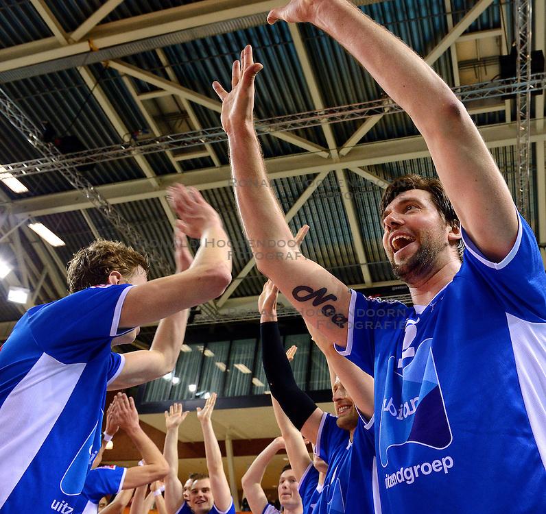 21-02-2016 NED: Bekerfinale Abiant Lycurgus - Landstede Volleybal, Almere<br /> Lycurgus viert een feestje als zij de Nationale beker winnen door Landstede Volleybal met 3-1 te verslaan / Dennis van der Veen #6 of Lycurgus