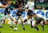 Fotball, 22. september 2003, Tippeligaen,  Sogndal-Viking 2-2,   Kristian Sørli, Viking, og Rune Bolseth, Sogndal