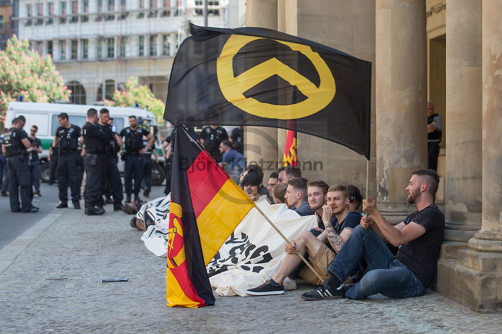 Berlin, Germany - 19.05.2017<br /> <br /> Police forces stop an unregistered protest of the far right-wing &rdquo;identitarian movement&quot; at the Federal Ministry of Justice. The attempt to storm the building with ladders was prevented by security forces. Background of the protest is a  initiative of the Minister of Justice against rabble-rousing in social networks.<br /> <br /> Polizei loest nicht angemeldeten Protest der rechtsradikale &rdquo;Identitaere Bewegung&rdquo; am Bundesjustizministerium auf. Der Versuch das Gebaeude mit Leitern zu stuermen wurde von Sicherheitskraeften verhindert. Hintergrund war der Vorstoss des Justizministers gegen Hetze im Internet schaerfer vorzugehen.<br /> <br /> Photo: Bjoern Kietzmann