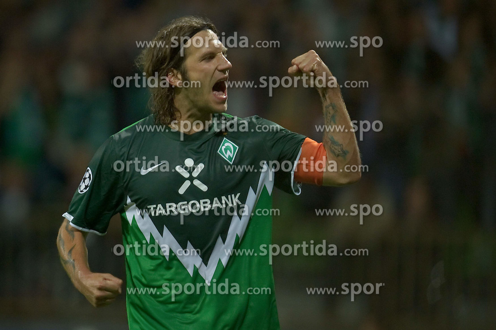 18.08.2010, Weserstadion, Bremen, GER, CL Qualifikation, Werder Bremen vs Sampdoria Genua, im Bild 2:0 durch Torsten Frings ( Werder #22 ) per >Elfmeter  EXPA Pictures © 2010, PhotoCredit: EXPA/ nph/  Kokenge+++++ ATTENTION - OUT OF GER +++++ / SPORTIDA PHOTO AGENCY
