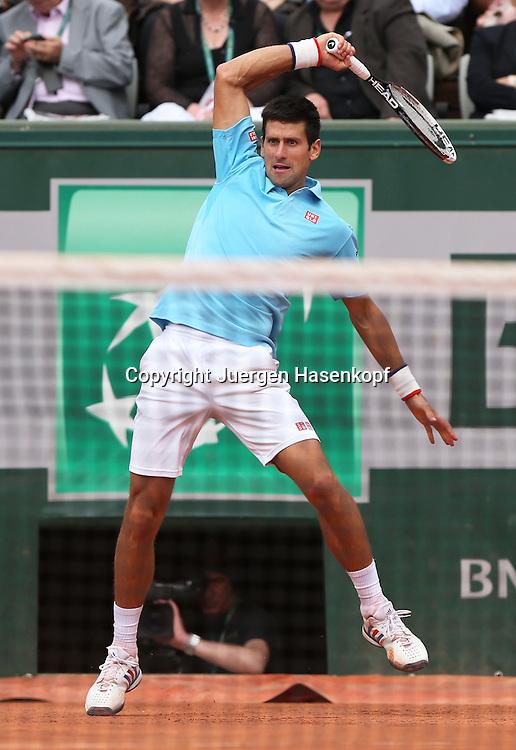 French Open 2014, Roland Garros,Paris,ITF Grand Slam Tennis Tournament,<br /> Novak Djokovic (SRB),Aktion,Einzelbild,<br /> Ganzkoerper,Hochformat,