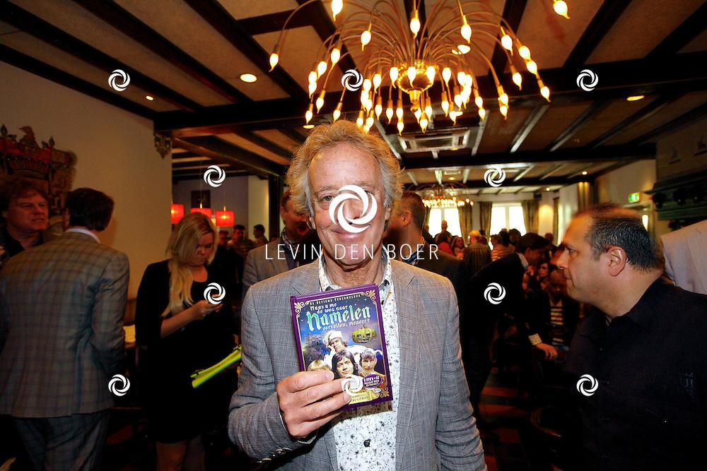 HAARZUILENS - In restaurant 't Wapen werd de DVD box gepresenteerd van 'Kunt u me de weg naar Hamelen vertellen, meneer?'. Met op de foto  Hans van Willigenburg. FOTO LEVIN DEN BOER - PERSFOTO.NU