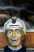 Nederland, Venlo, 14-7-2009Een gaper is een beeld van het hoofd van een man, meestal van zuidelijke afkomst, een moor, die zijn mond open doet alsof hij gaapt. De mond staat echter open om een medicijn in te nemen. Apothekers gebruikten het symbool om hun zaak herkenbaar te maken.Foto: Flip Franssen