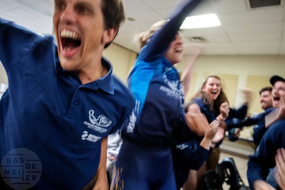 Blijdschap bij het team na het halen van het wereldrecord op de tweede racedag. Het Human Power Team Delft en Amsterdam, dat bestaat uit studenten van de TU Delft en de VU Amsterdam, is in Amerika om tijdens de World Human Powered Speed Challenge in Nevada een poging te doen het wereldrecord snelfietsen voor vrouwen te verbreken met de VeloX 9, een gestroomlijnde ligfiets. Het record is met 121,81 km/h sinds 2010 in handen van de Francaise Barbara Buatois. De Canadees Todd Reichert is de snelste man met 144,17 km/h sinds 2016.<br /> <br /> With the VeloX 9, a special recumbent bike, the Human Power Team Delft and Amsterdam, consisting of students of the TU Delft and the VU Amsterdam, wants to set a new woman's world record cycling in September at the World Human Powered Speed Challenge in Nevada. The current speed record is 121,81 km/h, set in 2010 by Barbara Buatois. The fastest man is Todd Reichert with 144,17 km/h.