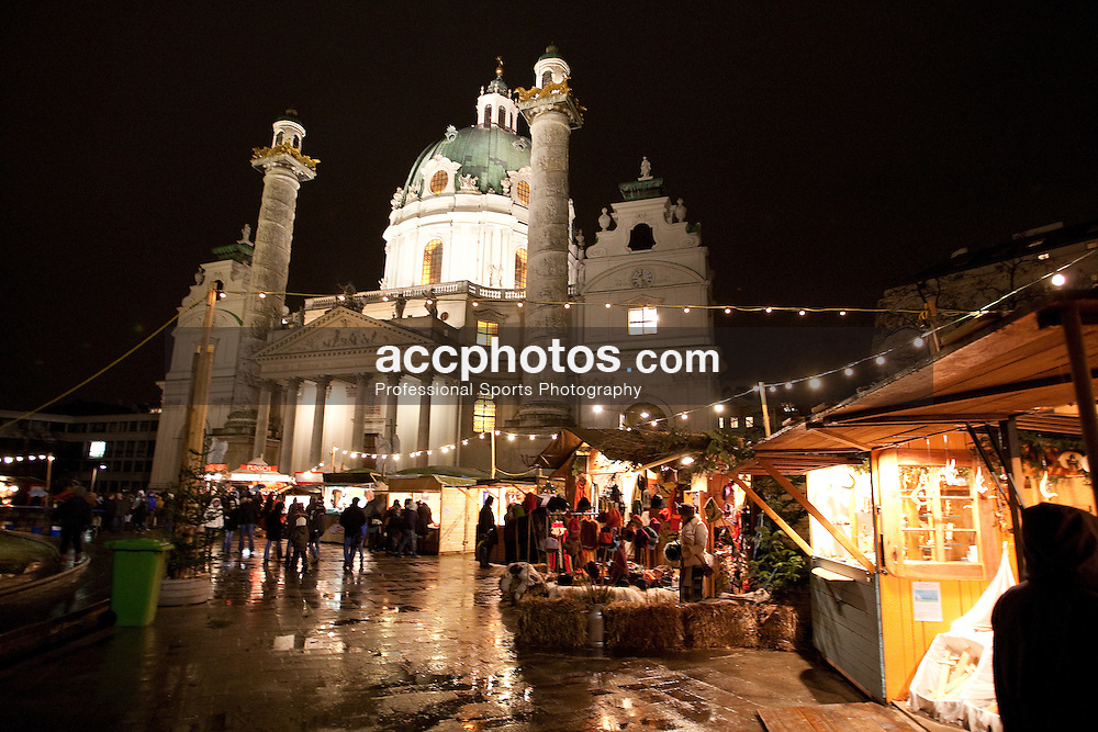 20 December 2008: Christmas Market at Karlskirshe in Vienna, Austria.