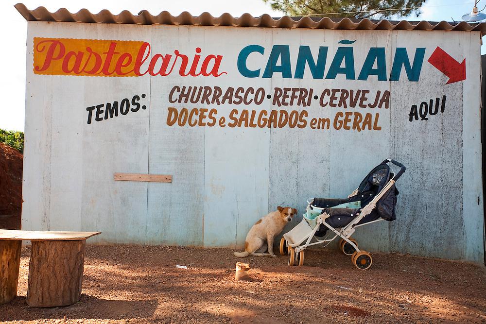 Capitolio_MG, Brasil...Comercio proximo a MG 50 em Capitolio...Trade next to MG 50 in Capitolio...Foto: LEO DRUMOND / NITRO