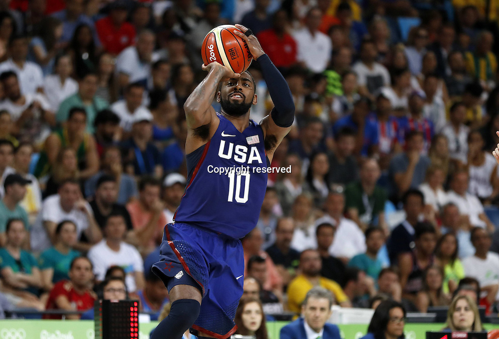 Rio 2016, Basketball Herren Halbfinale, USA - Spanien 19.08.2016. Rio de Janeiro, Brazil. Mens Basketball semi-final at the 2016 Rio Olympic Games. USA versus Spain.  Klay THOMPSON (USA) shoots the basket . The USA won the game by a score of 82-76 to make the final.