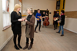 "Repro Free: 16/01/2013.""Class Act"".Pictured at the unveiling of BIMM Dublin's new and exciting second premises is College Manager Dara Kilkenny.With singer-songwriter, Cathy Davey and first and second year students Brendan McGlynn, Bernard Kavanagh, Jonathan Bogle and Shea Tohill, to announce its expansion for the academic year 2013/2014. The new premises are located less than five minutes' walk from its headquarters on Francis Street, Dublin 8. For more information visit www.bimm.co.uk/dublin"