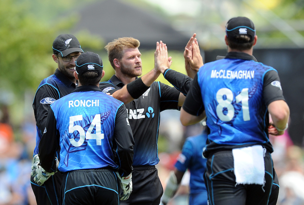 New Zealand's Corey Anderson, centre, celebrates the dismissal of Sri Lanka's Mahela Jayawardne for 94 in the 4th One Day International cricket match at Saxton Oval, Nelson, New Zealand, Tuesday, January 20, 2015. Credit:SNPA / Ross Setford