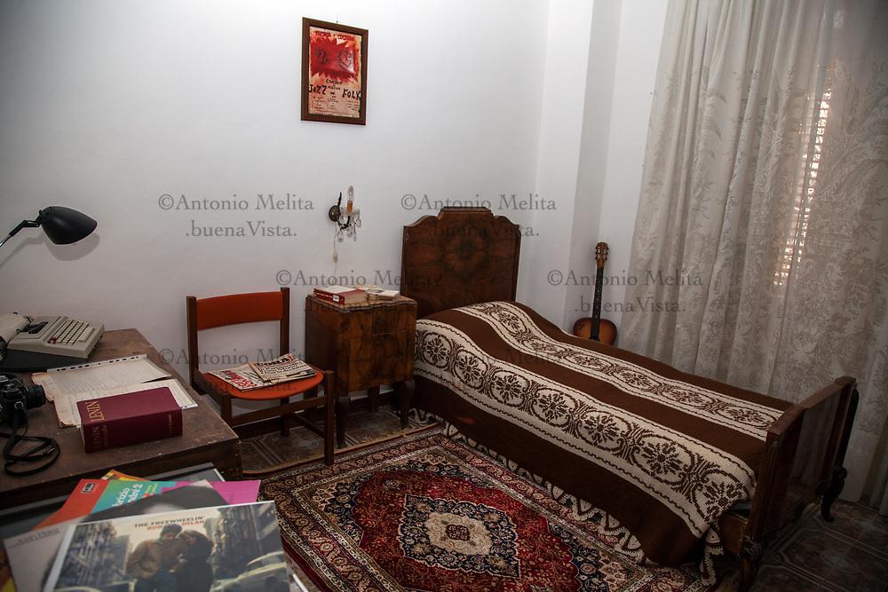 La stanza di Peppino Impastato nella casa di Cinisi (Pa) che distava 100 passi dal mafioso Badalamenti.