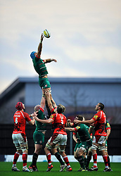 Graham Kitchener of Leicester Tigers wins lineout ball - Photo mandatory by-line: Patrick Khachfe/JMP - Mobile: 07966 386802 23/11/2014 - SPORT - RUGBY UNION - Oxford - Kassam Stadium - London Welsh v Leicester Tigers - Aviva Premiership
