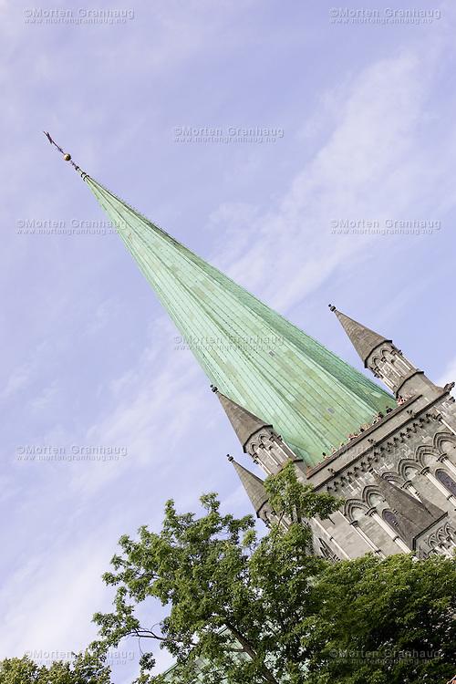 Nidaros Cathedral (Nidarosdomen), considered the most significant church in Norway, is located in Trondheim. It was the cathedral of the Norwegian archdiocese, from its establishment in 1152 until its abolition in 1537. Since the Reformation, it has been the cathedral of the Lutheran bishops of Trondheim or Nidaros. The architectural style of the cathedral is romanesque and gothic. It was an important destination for pilgrims coming from all of Northern Europe...Nidarosdomen, eg. Nidaros domkirke, Norges opprinnelige erkebiskopkirke, Nordens største middelalderkirke. 102 m lang, 50 m bred, 21 m høy under skipets hvelv. Spiret er 91 m høyt. I senmiddelalderen ble tre konger (Karl Knutsson Bonde, Christian 1 og Hans) kronet i kirken. I 1814 ble det tatt inn i grunnloven at Nidarosdomen skulle være landets kroningskirke, deretter ble fire konger (Karl 3 Johan, Karl 4, Oscar 2 og Haakon 7) kronet i kirken. I 1908 ble kroningsparagrafen opphevet av Stortinget, og etter den tid er kong Olav 5, kong Harald og dronning Sonja blitt signet i kirken. Den er også blitt brukt til et kongelig bryllup (prinsesse Märtha Louise og Ari Behn) (se tabell). De norske riksregaliene oppbevares i et kapell i domkirkens nordre vestfronttårn, her er kroner, septre, riksepler, rikssverd og salvingshorn utstilt i en monter.