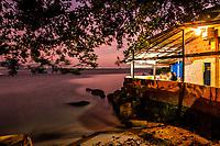 Restaurante na Ponta do Sambaqui ao anoitecer. Florianópolis, Santa Catarina, Brasil. / Restaurant at Ponta do Sambaqui at evening. Florianopolis, Santa Catarina, Brazil.