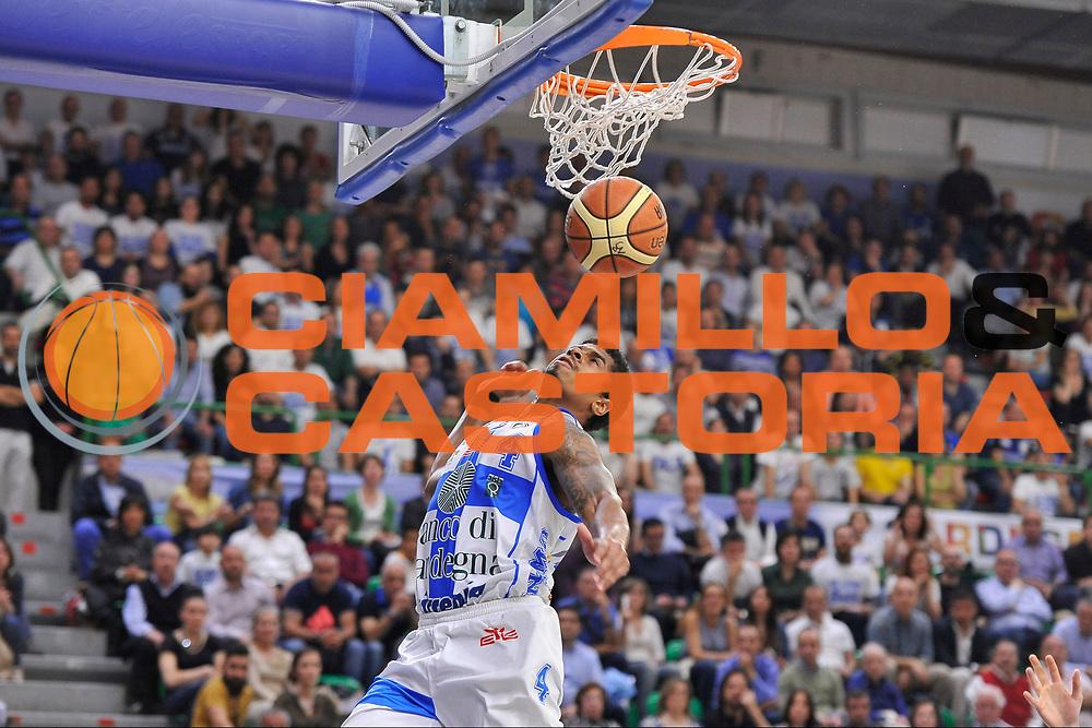DESCRIZIONE : Campionato 2014/15 Dinamo Banco di Sardegna Sassari - Dolomiti Energia Aquila Trento Playoff Quarti di Finale Gara4<br /> GIOCATORE : Edgar Sosa<br /> CATEGORIA : Schiacciata Sequenza<br /> SQUADRA : Dinamo Banco di Sardegna Sassari<br /> EVENTO : LegaBasket Serie A Beko 2014/2015 Playoff Quarti di Finale Gara4<br /> GARA : Dinamo Banco di Sardegna Sassari - Dolomiti Energia Aquila Trento Gara4<br /> DATA : 24/05/2015<br /> SPORT : Pallacanestro <br /> AUTORE : Agenzia Ciamillo-Castoria/C.AtzoriAUTORE : Agenzia Ciamillo-Castoria/C.Atzori