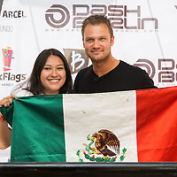 Firma de Autografos Dash Berlin en Six Flags