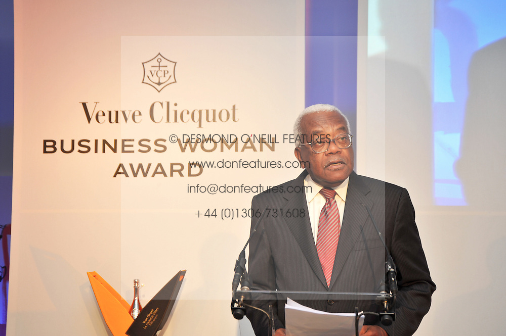 SIR TREVOR MACDONALD at the presentation of the Veuve Clicquot Business Woman Award 2009 hosted by Graham Boyes MD Moet Hennessy UK and presented by Sir Trevor Macdonald at The Saatchi Gallery, Duke of York's Square, Kings Road, London SW1 on 28th April 2009.