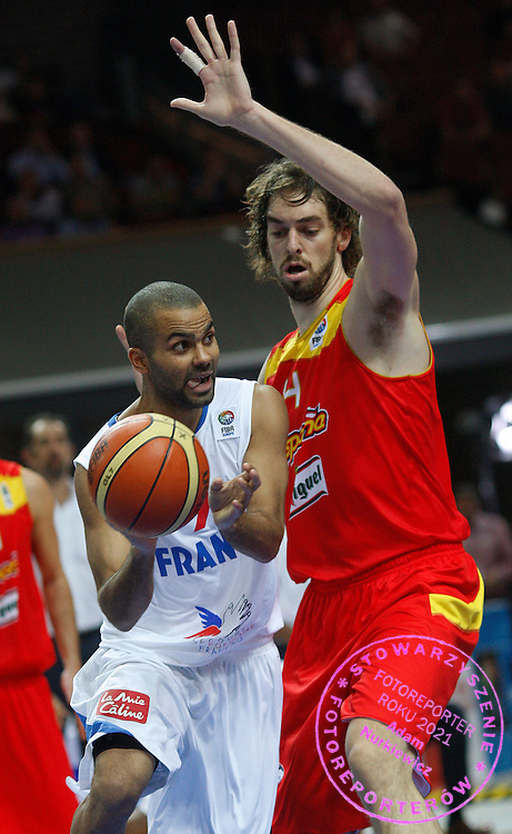 Katowice 17/09/2009.EuroBasket 2009.Quarterfinal.Spain v France.Tony Parker of France and Pau Gasol of Spain ..Photo by : Piotr Hawalej / WROFOTO