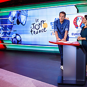 NLD/Hilversum/20160526 - perspresentaties NOS Sportzomer 2016, EK Voetbal & Tour de France, Herman van der Zandt en Dione de Graaf