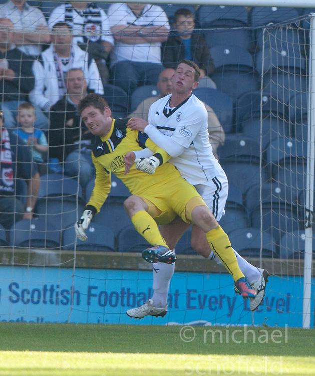 Raith Rovers Calum Elliot in on Falkirk's keeper Michael McGovern.<br /> Half time : Raith Rovers 1 v 0 Falkirk, Scottish Championship 28/9/2013.<br /> &copy;Michael Schofield.