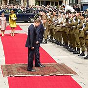 LUX/Luxemburg/20180523 - Staatsbezoek Luxemburg dag 1 , Inspectie van de erewacht door Koning Willem Alexander en Groothertog Henri