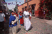 MEXICO, SAN MIGUEL, EASTER Senor de la Columna Procession, Christ