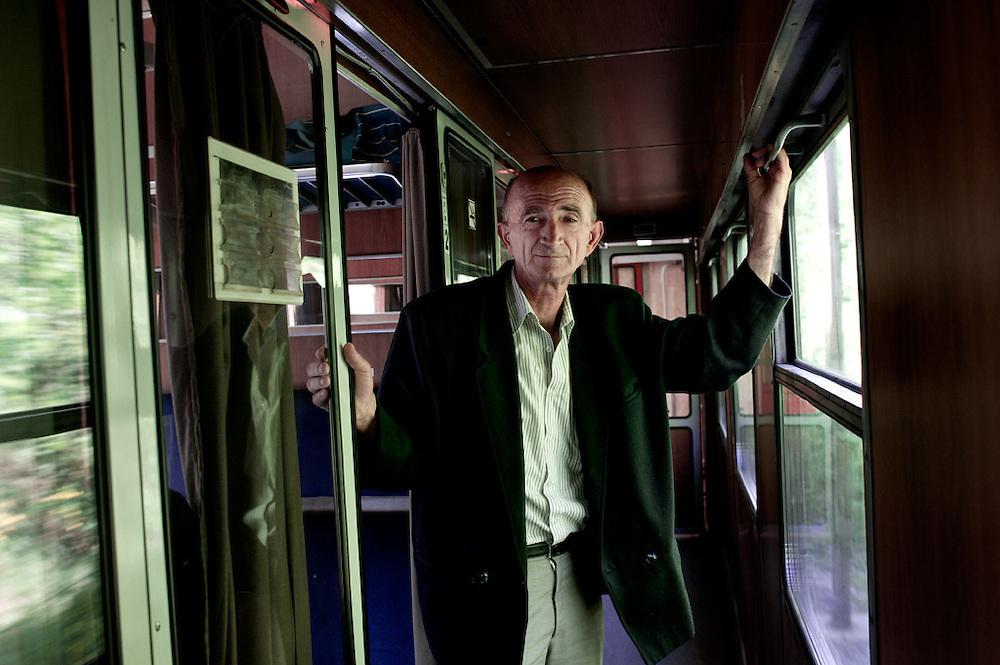 Passeggero sul treno Mostar-Sarajevo,  Bosnia-Erzegovina, 2012
