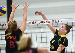12-12-2015 NED: Prima Donna Kaas Huizen - VV Utrecht, Huizen<br /> In de Topdivisie verslaat PDK Huizen vv Utrecht met 3-1 / Lizzy Koole #8