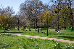 © Licensed to London News Pictures. 18/04/2018. London, UK. Sunbathers enjoy the hot weather in St James's Park, London. Photo credit: Rob Pinney/LNP