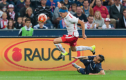 29.07.2015, Red Bull Arena, Salzburg, AUT, UEFA CL, FC Salzburg vs Malmoe FF, Qualifikation, 3. Runde, Hinspiel, im Bild v.l.: Benno Schmitz (FC Red Bull Salzburg), Yoshimar Yotun (Malmoe) // during the UEFA Championsleague Qualifier 3rd round, 1st Leg Match between FC Salzburg and Malmoe FF at the Red Bull Arena in Salzburg, Austria on 2015/07/29. EXPA Pictures © 2015, PhotoCredit: EXPA/ JFK